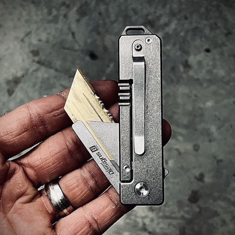 Titanium-utility-knife-gold-blade-min